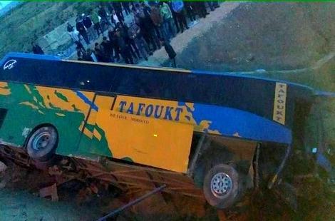 انقلاب حافلة للمسافرين كانت قادمة من وجدة في اتجاه تارجيست بالحسيمة