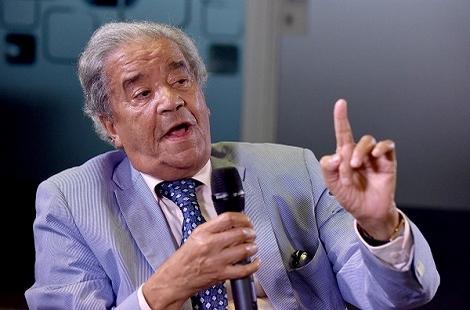مصطفى العلوي: لست متواطئا والمصالحة مع الريف في يد الملك