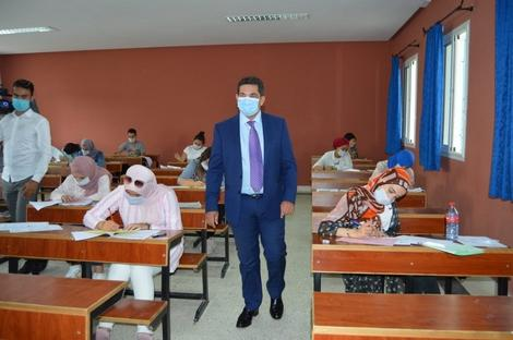 أمزازي يتفقد أجواء مباراة كليتي الطب والصيدلة وطب الأسنان بمرتيل