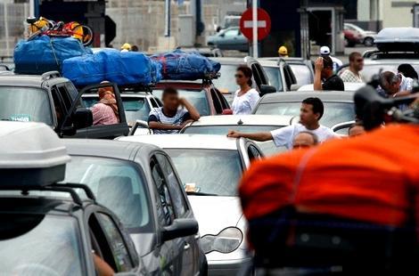"""إسبانيا تدرس إمكانية اعتماد """"جواز التلقيح"""" من أجل السفر والتنقل"""