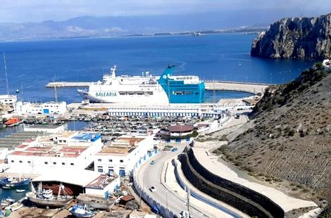 باخرة لنقل المسافرين ترسو بنجاح في رحلة تجريبية بميناء الحسيمة