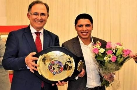 سفير المغرب بهولندا يكرم ابن الحسيمة الملاكم التجارتي