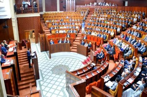 المحكمة الدستورية تقبل استقالة عشرات البرلمانيين وتجرد آخرين من العضوية