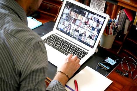 مديرية التعليم بالحسيمة تواصل أيام التأطير عن بُعد لفائدة هيئات الإدارة التربوية
