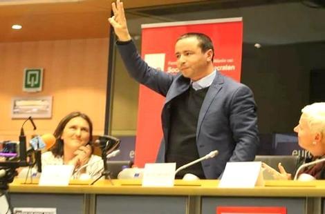فرنسا تمنح اللجوء السياسي للبوشتاوي وتصريح إقامة أسرته لمدة 10 سنوات
