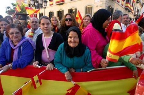 تقرير: الجالية المغربية يتصدرون قائمة الأجانب المقيمين بإسبانيا
