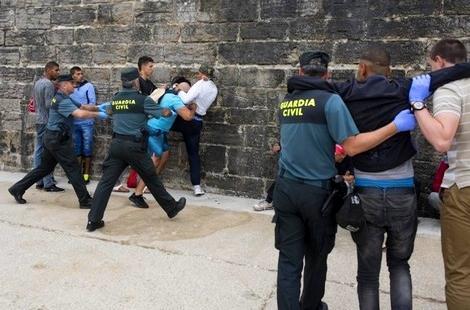 حقوقيون ينددون بالترحيل غير القانوني للمهاجرين من إسبانيا نحو المغرب