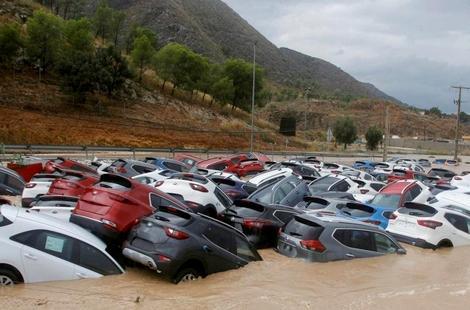 ستة قتلى جراء الفيضانات في إسبانيا ورئيس الوزراء يزور المناطق المتضررة