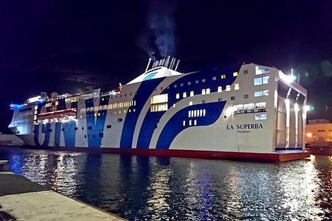 فرنسا تمنع رسو سفينة قادمة من المغرب على متنها حوالي 800 راكب