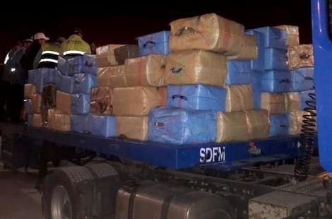 حجز أكثر من 13 طنا من الحشيش بميناء طنجة المتوسط