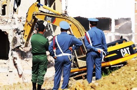 طنجة.. امهيدية يشرف على هدم 16 بناية شيدت خارج الضوابط القانونية