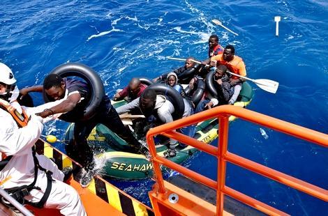 البحرية الملكية تنقذ دفعة جديدة من المهاجرين بعرض سواحل الريف