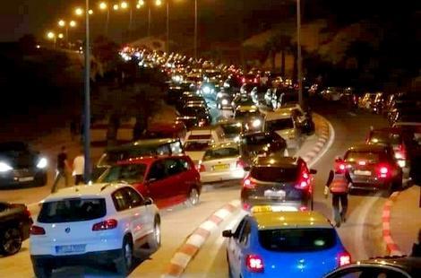 ارتفاع نسبة توافد الزوار على الحسيمة خلال نهاية الأسبوع يخنق حركة السير بالمدينة