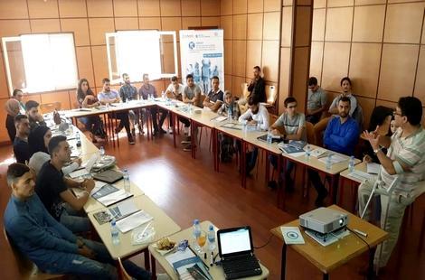 مجلس القيادات الشابة بالحسيمة يناقش موضوع تدبير الشأن المحلي
