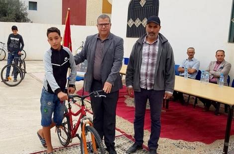 توزيع دراجات هوائية على مجموعة من التلاميذ بإمزورن للحد من الهدر المدرسي