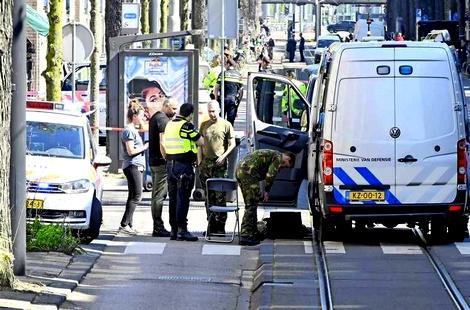 """تهديد إمام مسجد مغربي بهولندا """"بقنبلة"""" بعد رفضه إقامة صلاة الغائب على شابة توفيت بسوريا"""