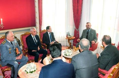 """الملك يعطي تعليماته لإعادة 100 مغربي بإقليم ووهان الصيني بسبب فيروس """"كورونا"""""""