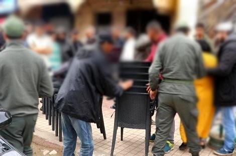 الحسيمة.. الإخلال بالإجراءات الوقائية من فيروس كورونا يُغلق مقهى ببني بوعياش