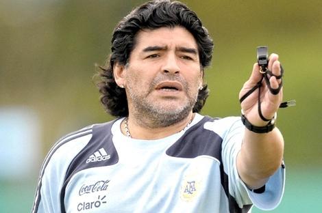 وفاة مارادونا أسطورة كرة القدم الأرجنتينية عن عمر يناهز الستين
