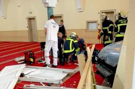 """توقيف شخص شرق فرنسا اقتحم مسجد بسيارته وهو يهتف بـ""""الله أكبر"""""""