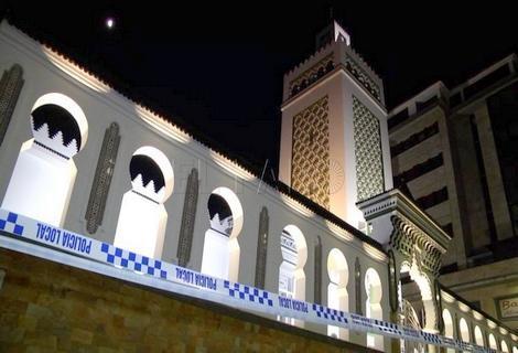 مُلثم يهاجم على مسجد في سبتة ويستهدفه بـ 4 رصاصات نارية +(فيديو)