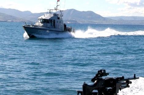 مقتل مُهرب وإصابة آخر برصاص البحرية الملكية أثناء عمليتي المطاردة بالبحر
