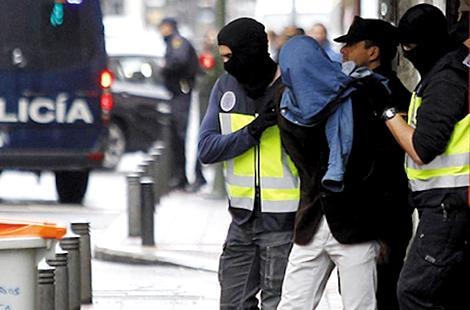 إسبانيا توقف مغربيا متهما بالإرهاب.. موضوع مذكرة بحث دولية