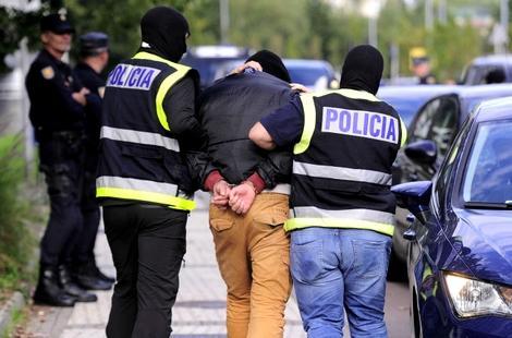 """إسبانيا تعتقل """"داعشيا"""" مغربيا كان يخطط لهجوم بـ""""الكلاشينكوف"""""""