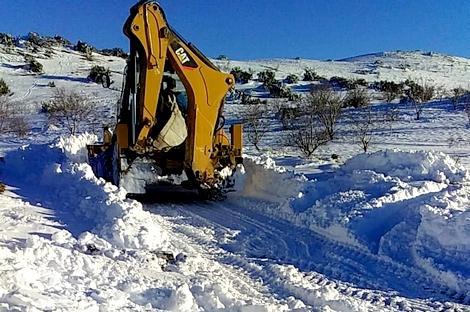 نداء استغاثة لإنقاذ سيدة حامل محاصرة وسط الثلوج نواحي الحسيمة