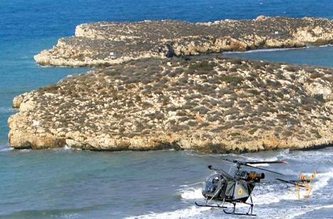 جزائريان يصلان بالسباحة من شاطئ أصفيحة الى جزيرة خاضعة للسيادة الإسبانية بالحسيمة