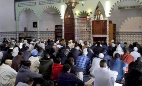 إسبانيا تطرد إماما مغربيا تتهمه بالتطرف